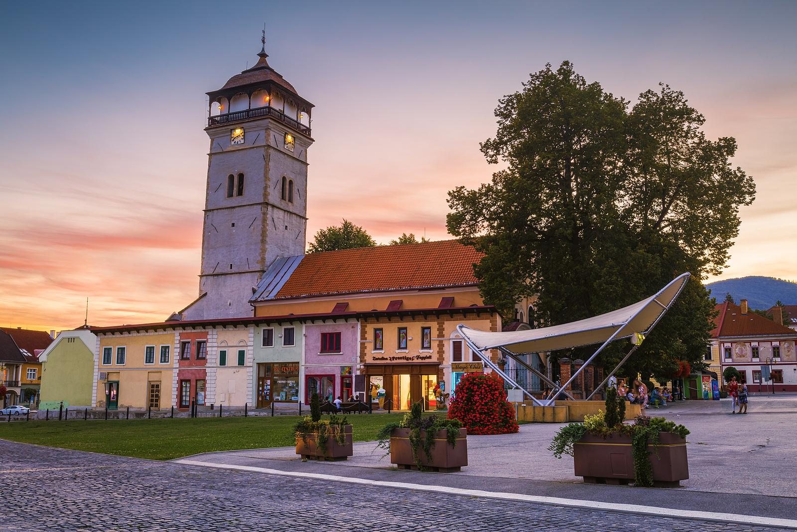 Mestská veža a slnečné hodiny v Rožňave